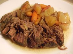 Sirloin Tip Roast in the Slow Cooker Roast on high for 2 hours then reduce heat to low for 4 hours. (Some cuts will take longer) .Or if you wont be home just cook on low for 8 hours. Or until fork tender. Slow Cooker Roast, Crock Pot Slow Cooker, Crock Pot Cooking, Slow Cooker Recipes, Beef Recipes, Cooking Recipes, Healthy Recipes, Crockpot Meals, Game Recipes