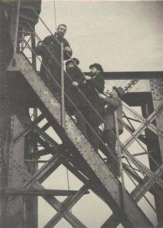 Pendant la construction de la Tour Eiffel - 1887 - Paris - France