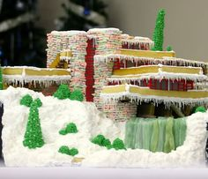 Melodie Dearden Creates a Perfect Gingerbread Replica of Frank Lloyd Wright's Fallingwater! Read more: Melodie Dearden Creates a Perfect Gingerbread Replica of Frank Lloyd Wright's Fallingwater! Cool Gingerbread Houses, Gingerbread House Designs, Christmas Gingerbread House, Gingerbread Cake, Christmas Houses, Falling Water Frank Lloyd Wright, Falling Water House, Falling Waters, Cake Wrecks