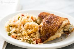 This chicken rice casserole recipe is designed for a slow cooker. You brown onions and chicken thighs, place in a slow cooker with basmati rice, tomatoes and stock. Slow Cooker Huhn, Crock Pot Slow Cooker, Slow Cooker Recipes, Crockpot Recipes, Cooking Recipes, Steak Recipes, Slow Cooker Chicken Rice, Chicken Rice Casserole, Cooked Chicken