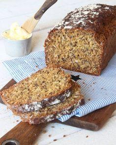 Grov filmjölkslimpa - Lindas Bakskola & Matskola Easy Peasy, Bread Baking, Banana Bread, Tart, Desserts, Food, Glass, Baking, Tailgate Desserts