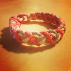 Enfin mon premier Friendship bracelet DIY en 10 min chrono!