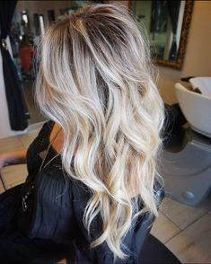 Looove the cut 💕💕 Blonde Hair Looks, Brown Blonde Hair, Sandy Blonde, Love Hair, Great Hair, Gorgeous Hair, Hair Color And Cut, Hair Affair, Hair Highlights