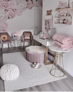 credit Get motivated to design the home of your dreams with our inspiring looks and practical decorating tips. decoration interieur home decoration decoration salon Teen Bedroom Designs, Cute Bedroom Ideas, Cute Room Decor, Teen Room Decor, Room Ideas Bedroom, Bedroom Decor, Aesthetic Room Decor, Home Room Design, Dream Rooms