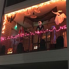 decoration balcony 27 Gorgeous Halloween Ideas for Apartment Balcony This year Halloween Veranda, Halloween Porch, Halloween Season, Halloween Town, Holidays Halloween, Halloween Crafts, Happy Halloween, Halloween Halloween, Classy Halloween