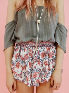 Pink Floral Printed Shorts   LUXCLOTHING