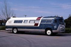 A different paint Scheme i like Bus Motorhome, Vintage Motorhome, Rv Motorhomes, Vintage Rv, Vintage Trailers, Vintage Campers, 4x4 Trucks, Cool Campers, Rv Campers