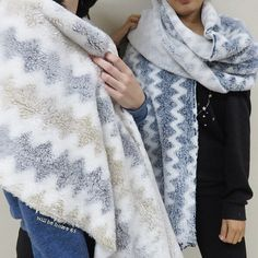 Snow blend scarf ☃️ cozy, comfort & fashionable! Please, contact us to customize your own with very less minimum order quantity. #home #homedesign #homedecor #homedecoration #homeidea #homestyle #homedeco #interiordesign #decoration #blanket #blankets #fleeceblanket #fleece #woolblanket #fleecethrow #lifestyle #bedroom #casa #diyhome #hometextile #homefashion #willbehome #willbehome65 #madeinthailand #decor #decoração #reversiblethrow #throw #throws