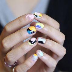 [#유니스텔라트렌드] 요즈 인기 디자인 #그래픽스트라이프네일 #도트네일 #unistella #gelnails #nailart #nails #nail #nailedit #graphicstripenails #dotnails ✔️유니스텔라 내의 모든 이미지를 사용하실때 사전 동의, 출처 꼭 밝혀주세요❤️