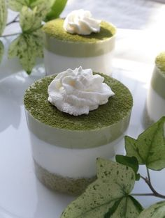 Green Tea and White Chocolate Mousse Cake White Chocolate Mousse Cake, Chocolate Cream, Chocolate Mouse, Green Tea Latte, Green Tea Recipes, Petits Fours, Matcha Green Tea, Green Teas, Cake Flour