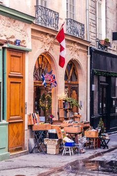 The Abbey Bookshop, Latin Quarter, Paris, France: Anglophone bookstore in the city of love