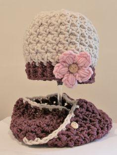 süße Mütze und Loop für Mädchen, gehäkelt