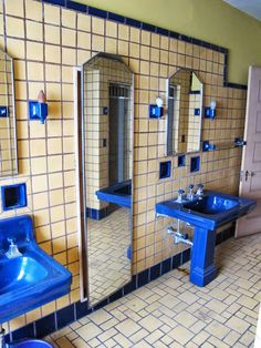 Interiores Art Deco, Art Deco Bathroom, Tile Bathrooms, Earth Bag Homes, House Plans With Pictures, Timeless Bathroom, Mid Century Bathroom, Vintage Bathrooms, 1930s Bathroom