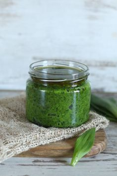 Pesto, Tupperware, Pickles, Cucumber, Mason Jars, Food And Drink, Recipes, Dressing, Dips