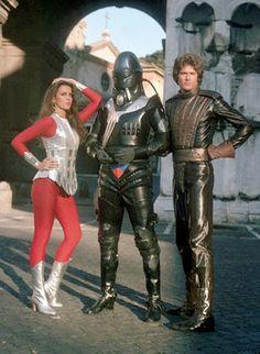 estoyrodeadodeineptos:  Caroline Munro & David Hasselhoff // Starcrash publicity still (1978) Via Space: 1970