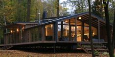 BIO Architects recently completed their latest Dubldom, a modern prefab cabin installed in 10 days. Prefab Cabins, Prefabricated Houses, Prefab Homes, Log Cabins, Cabana, Forest House, Small House Design, Cabin Plans, Modern Interior Design