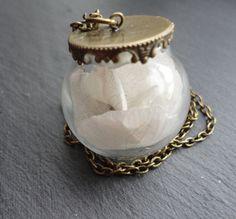 Sautoir pour mariée bucolique - Vraie fleur capturée dans un pendentif vintage