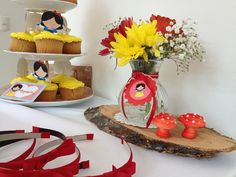 Snow White Party Cupcakes and Headbands #snowwhite #cupcakes