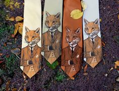 Fox Tie - Dapper Fox Necktie - Mens Necktie    A stylish, handsome fox adorns this original tie.