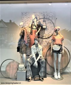 Window display for Bonmua Boutique Fashion Window Display, Window Display Retail, Fashion Displays, Visual Merchandising Fashion, Vitrine Design, Clothing Store Design, Vintage Logo, Retail Store Design, Retail Stores