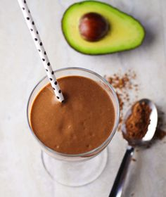 Healthy Chocolate Avocado Smoothie made with Vanilla Almond Milk, Avocado… Smoothie King, Smoothie Bowl, Chocolate Avocado Smoothie, Keto Breakfast Smoothie, Keto Smoothie Recipes, Smoothies With Almond Milk, Raspberry Smoothie, Healthy Recipes, Breakfast