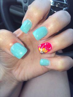Cute summer sunflower nail design!