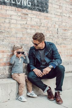 Father and Son Style Vater und sohn stil Father And Baby, Daddy And Son, Dad Son, Mom And Dad, Father Son Photography, Baby Boy Photography, Father Son Photos, Dad Outfit, Family Outfits