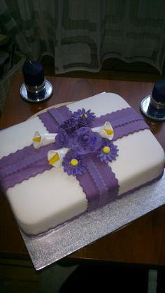 Fondant cake flowers Laura
