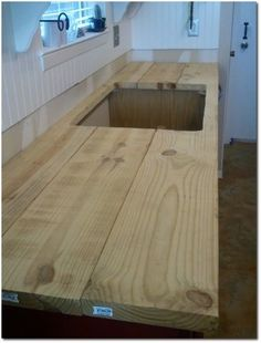 Faux Butcher Block Counter-Top - Excellent Tutorial! by emily Solid Wood Countertops, Diy Countertops, Painting Countertops, Tile Counters, Butcher Block Countertops, Outdoor Kitchen Countertops, Countertop Makeover, Outdoor Kitchens, Kitchen Sale