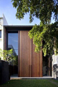 Minimalist House // Lucky+Shophouse+/+CHANG+Architects // oversized exterior entryway doors in wood Architecture Durable, Residential Architecture, Contemporary Architecture, Interior Architecture, Singapore Architecture, Installation Architecture, Interior Staircase, Building Architecture, Design Exterior