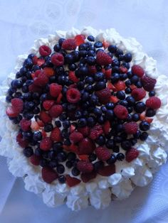 Pavlova z bitą śmietaną i owocami Pavlova, Raspberry, Food And Drink, Fruit, Raspberries