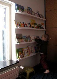 Frugal Home Designs: $20 DIY Book Display-4 Shelves
