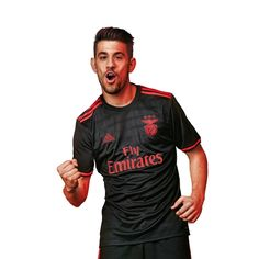 Pizzi com a camisola alternativa (Benfica Official Online Store).