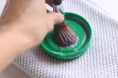 Kick the Gadget Addiction // Repurposed Cleaning Tools // The Best Makeup Brush Cleaner!