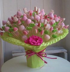 Discover thousands of images about Candy bouquet centerpiece Party Sweets, Candy Party, Idee Cadeau Baby Shower, Candy Trees, Sweet Trees, Edible Crafts, Candy Crafts, Chocolate Bouquet, Candy Bouquet