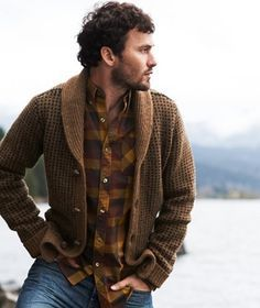 Men's rugged style Rugged Style, Style Casual, Men Casual, Men's Style, Man Street Style, Rock Style Men, Mens Fashion Sweaters, Sweater Fashion, Mens Sweater Outfits