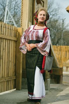Folk Clothing, Simple Cross Stitch, Photo Art, Hand Weaving, Traditional, Costumes, Popular, Celebrities, People