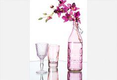 Encantador pelas formas que assume, o vidro impera há séculos como matéria-prima de vasos, luminárias e taças. Simples e lindo, fica ótimo em qualquer decoração  Carlos Cubi / Casa e Jardim