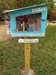 Little Free Library- i so want one of these in my front yard :) Little Free Library Plans, Little Free Libraries, Little Library, Mini Library, Library Books, Library Inspiration, Library Ideas, Street Library, Community Library