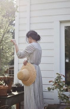 "oldfarmhouse:  ""lilacremes:  ""Vintage Details http://pin.it/5sVJNSP  ""  Love this scenario~Old Fashion Flair very charming!  """