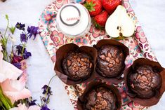 Whole-grain chocolate muffins Gimme Some Sugar, Kitchenette, Healthy Baking, Cupcake Recipes, Food Styling, Kids Meals, Sweet Recipes, Decorative Plates, Cupcakes