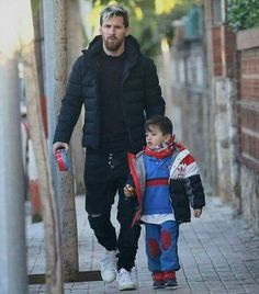 God Of Football, Football Icon, Messi Fans, Messi 10, Star Family, Cute Family, Messi And Wife, Lionel Messi Family, Argentina National Team