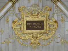 Love this cartouche, very classic and formal. Love the gold.