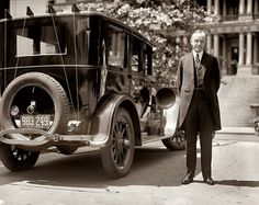 President Calvin Coolidge is radio equipped Buick 1924 1920s Photos, Vintage Photographs, Vintage Photos, Black Presidents, American Presidents, Shorpy Historical Photos, Calvin Coolidge, Buick Cars, High Resolution Photos