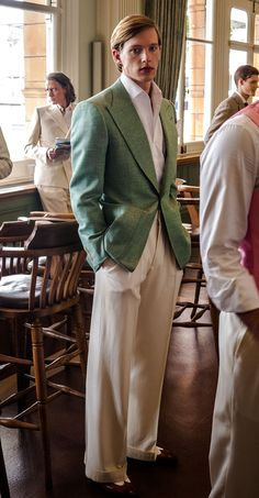 An immaculate sage green fresco jacket and beautiful cream flannel trousers by Edward Sexton, perfect for elegant spring style. 1940s Mens Fashion, Suit Fashion, Vintage Fashion, Mode Masculine, Stylish Men, Men Casual, Savile Row, Bespoke Tailoring, Well Dressed Men