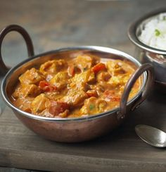Try this quick and easy Chicken Tikka Masala recipe made with Quorn Meat Free Chicken Pieces, yogurt, red pepper and onion topped with fresh coriander. Quorn Recipes, Veggie Recipes, Vegetarian Recipes, Cooking Recipes, Healthy Recipes, Quorn Foods, Vegetarian Paella, Tostada Recipes, Couscous Recipes