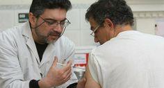 Desde este viernes, la vacuna estará disponible en los dispensarios.