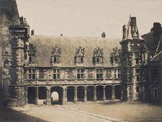 Gustave Le Gray, Blois, château : cour intérieure, aile Louis XII, 1851. Mission héliographique.
