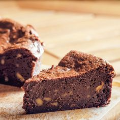 You know those days when you want (or need) a brownie and you want one now? Well these one bowl cocoa brownies are the answer! Low Carb Dinner Recipes, Low Carb Desserts, Easy Desserts, Dessert Recipes, Best Chocolate Desserts, Mini Chocolate Chips, Vegetarian Chocolate, Chocolate Bars, Brownies Cacao