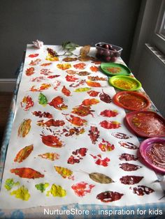 Leaf printing outdoors - a brilliant forest school activity for EYFS and Kindergarten Forest School Activities, Art Activities, Toddler Activities, Autumn Eyfs Activities, Autumn Activities For Babies, Nursery Activities Eyfs, Gruffalo Activities, Harvest Activities, Childcare Activities
